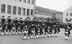 Honour Guard 1963 - 2 Familiar faces but I can't remember the names. Can anyone help. The first on the left is George Jackson.